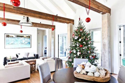 well decorated room with Christmas tree
